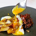 オリーブ牛のスカロッピーネ 根菜 温度卵 秋トリュフ 焼きネギ