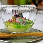 サツマ赤貝の炭火レア焼き 新ジャガイモの糊化 グリーンアスパラガス シブレット 穂紫蘇 ラディッシュ 貝出汁のジュレ キャビア
